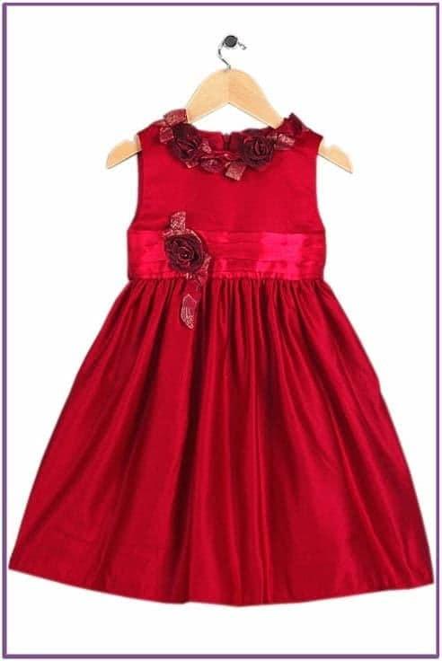 Алое платье с розами