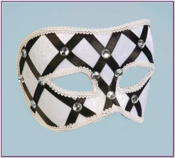 Бело-черная венецианская маска