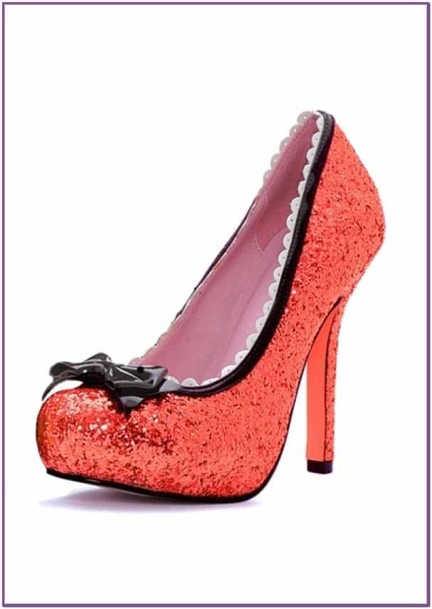 Блестящие красные туфли