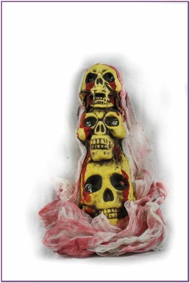 Декорация из черепов