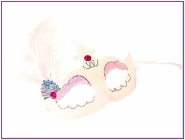 Карнавальная маска белая с перьями