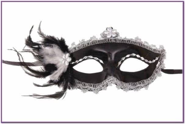 Карнавальная маска черная с перьями