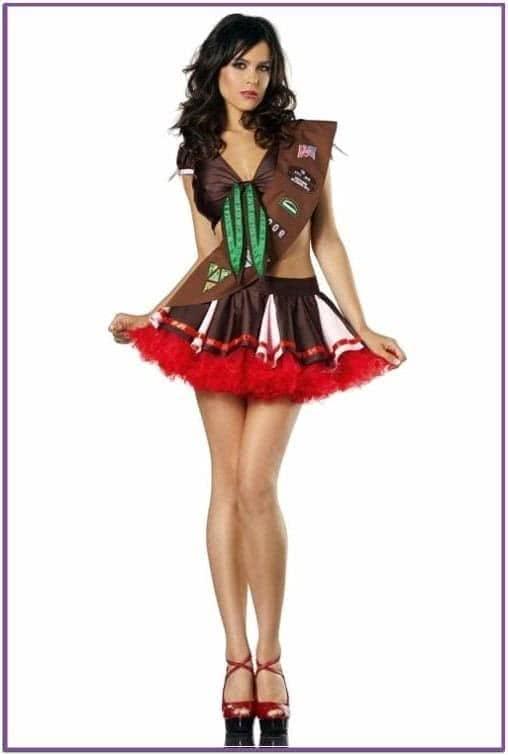 Коричневый костюм девушки скаута